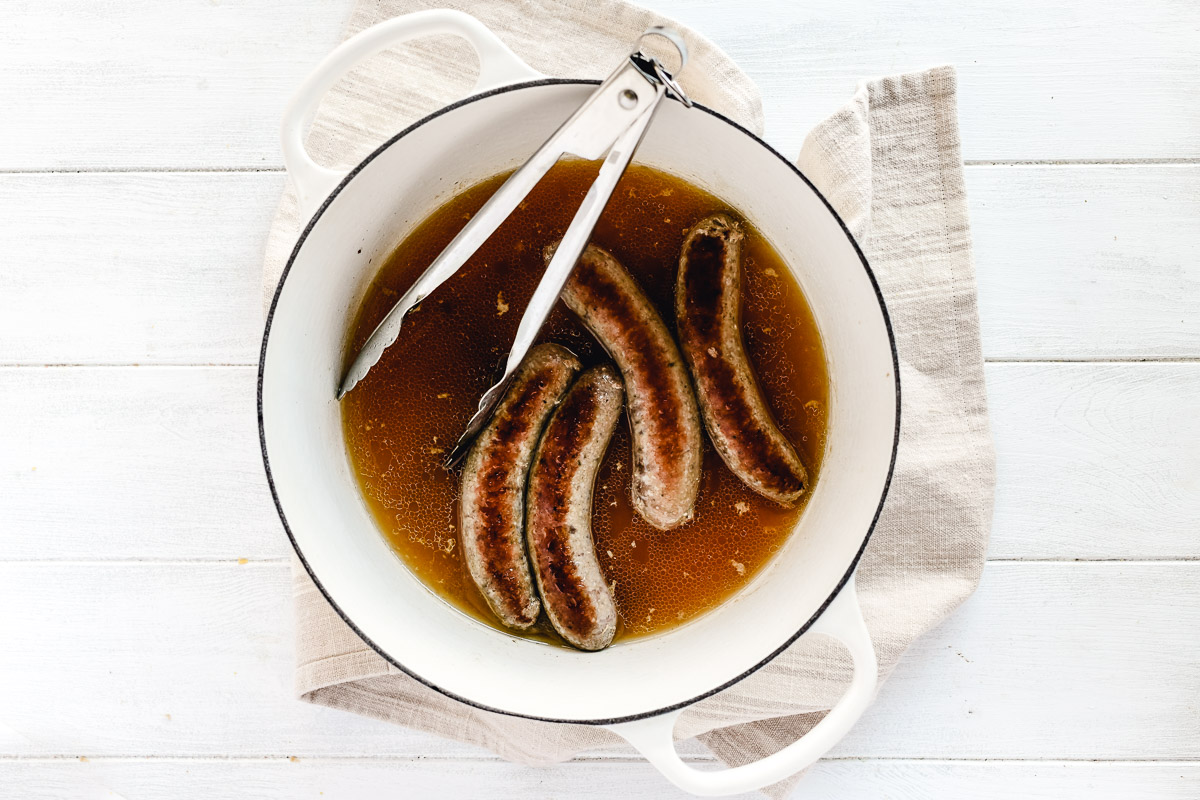 bratwurst in chicken stock
