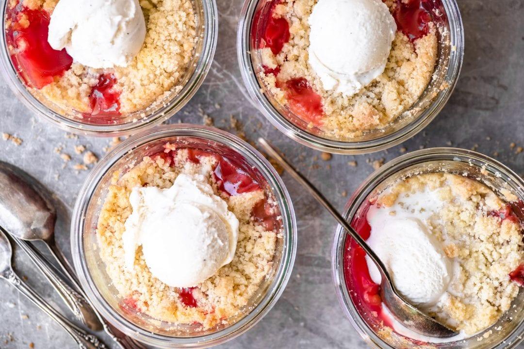 individual rhubarb crisps in glass jars
