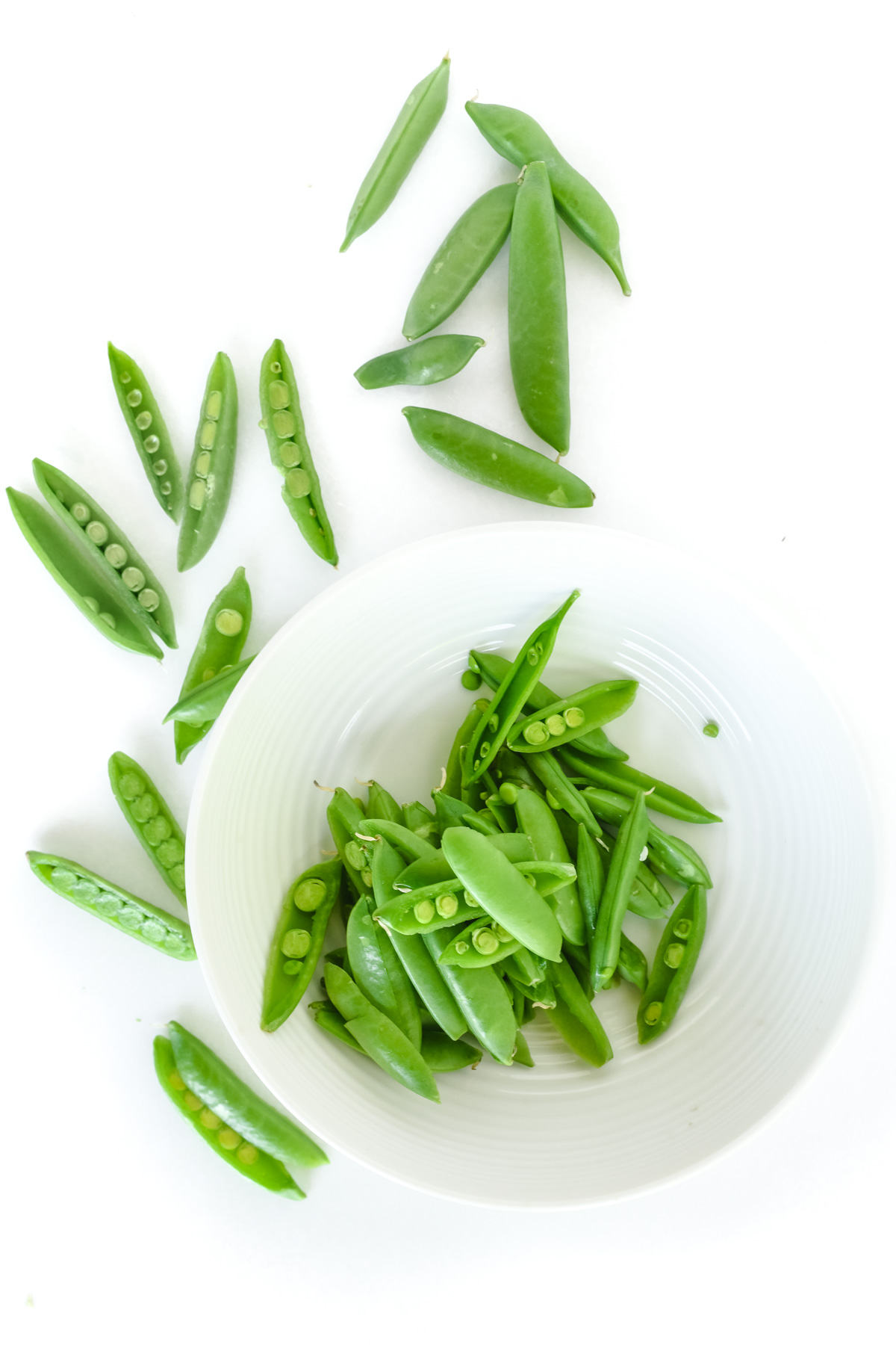 snap peas in a bowl