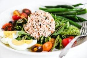 smoked salmon salad with greens