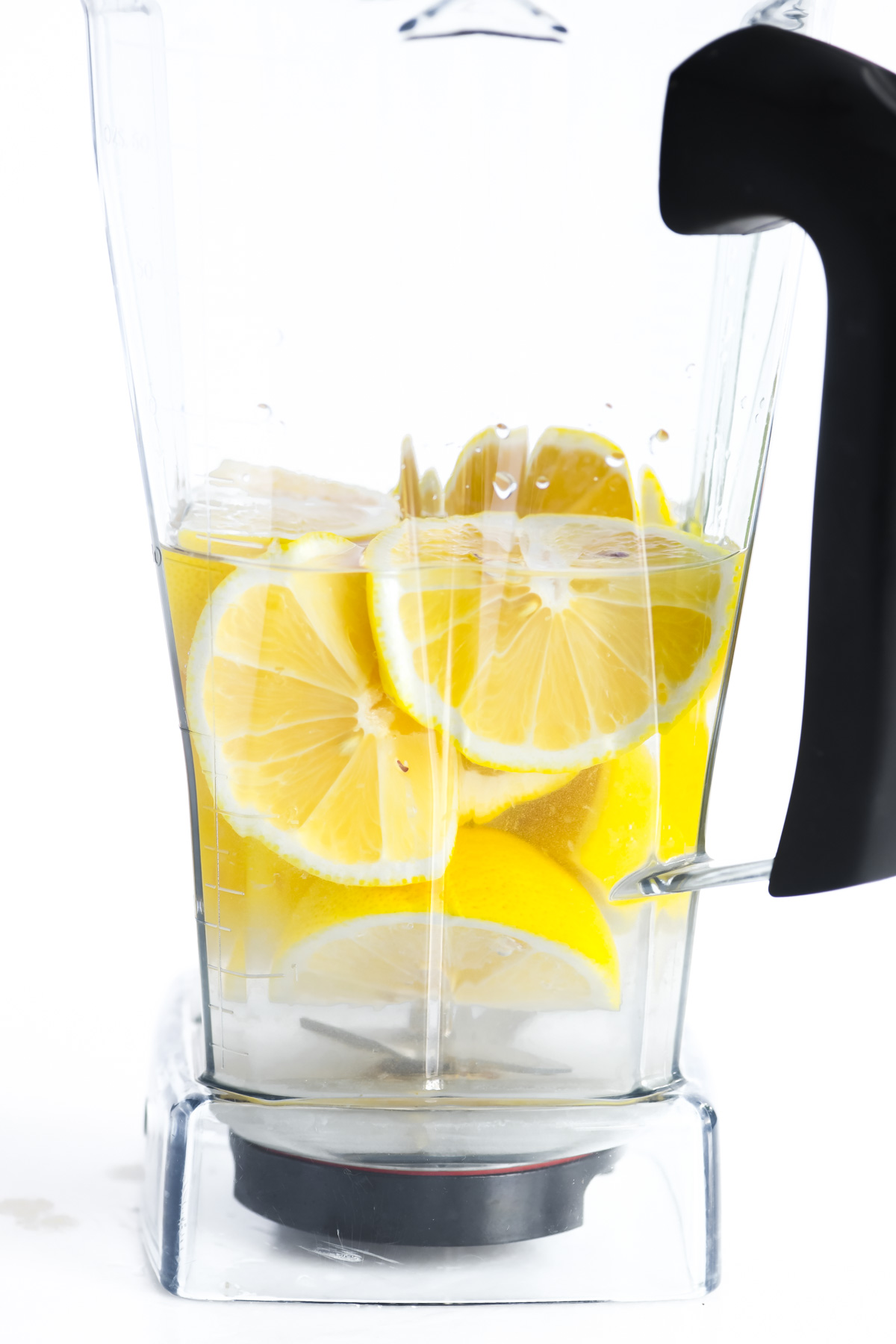 making creamy lemonade in a blender with whole lemons