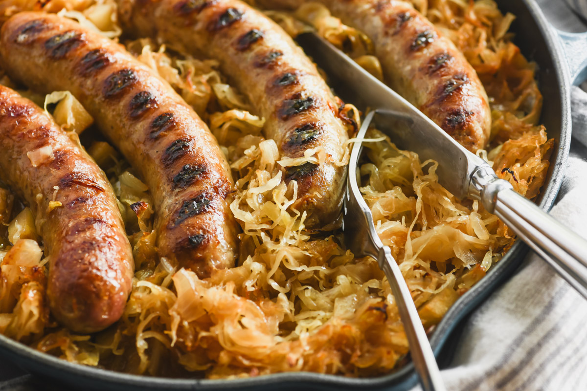 Baked brats in sauerkraut